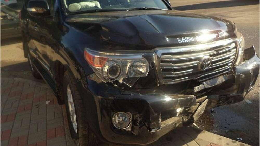 На Прикарпатті водійка керуючи елітним позашляховиком, вчинила дещо курйозну ДТП
