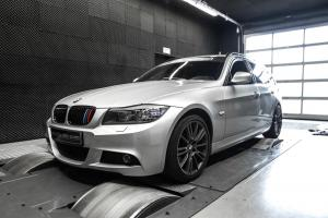 BMW 330d Touring by Mcchip-DKR