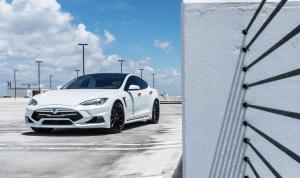 Tesla Model S P90D by Larte Design